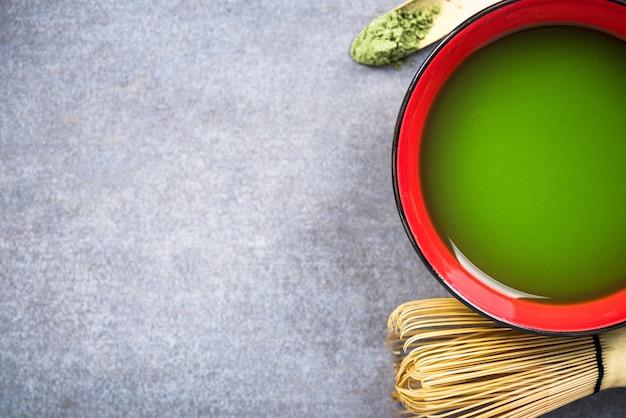 Faire la cérémonie du thé vert