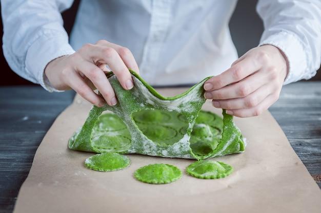 Faire cuire des raviolis verts
