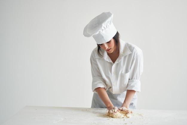 Faire cuire le travail de pâtisserie de cuisson de pâte de roulement de boulanger