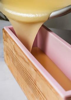 Faire du savon à angle élevé à la maison