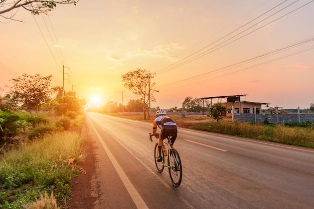 Faire du vélo pour l'exercice
