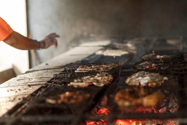 Faire frire les fruits de mer sur un grill