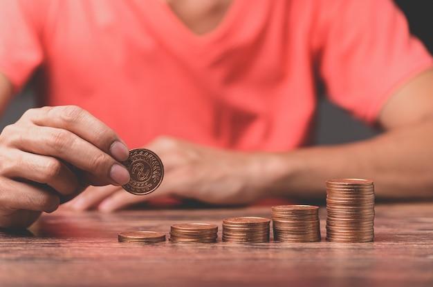 Faire fructifier l'argent, planter des pièces, financer les entreprises et économiser de l'argent