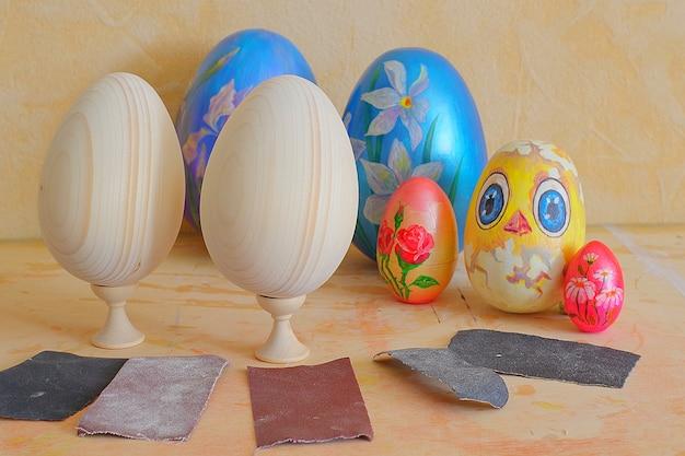Faire des œufs de pâques colorés et artisanaux
