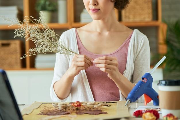 Faire des oeuvres avec des fleurs fanées