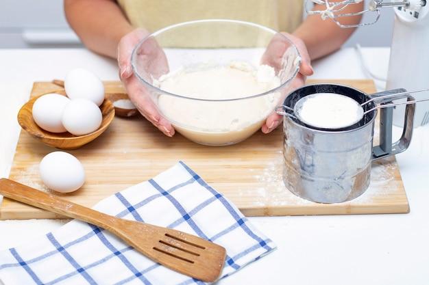 Faire de la pâte pour du pain ou des pâtisseries maison