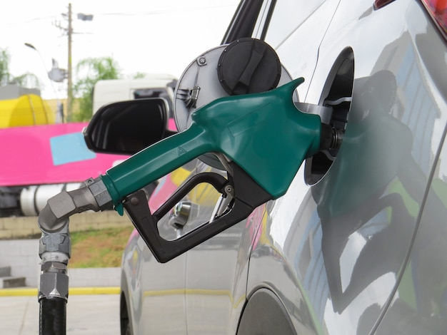 Faire le plein d'éthanol ou d'essence dans les véhicules