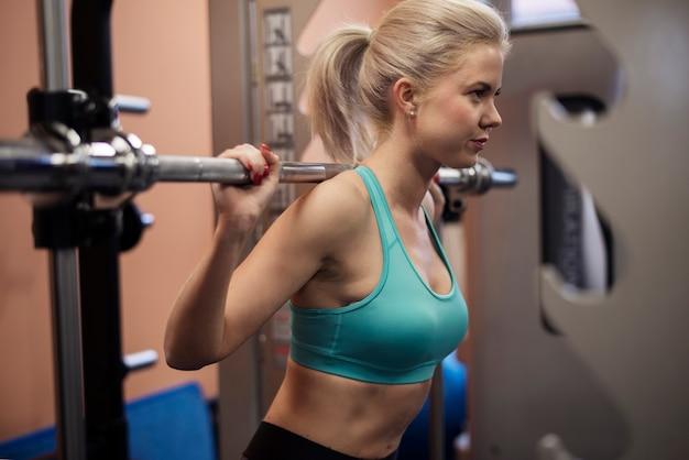 Faire des squats est son exercice préféré