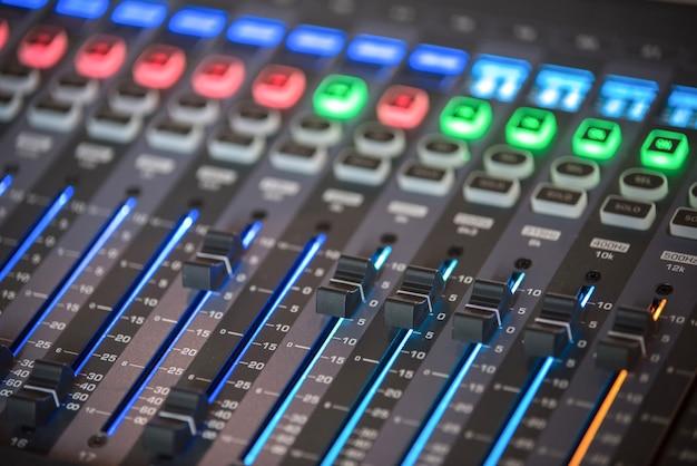 Faites glisser le mélangeur audio dans la salle de contrôle.