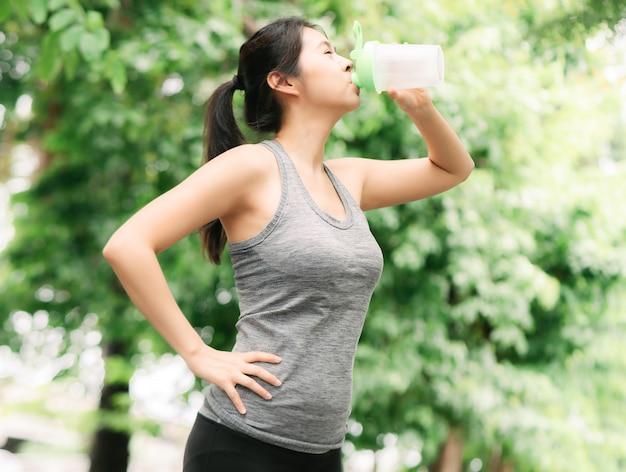 Faites une pause après avoir fait du jogging dans le parc