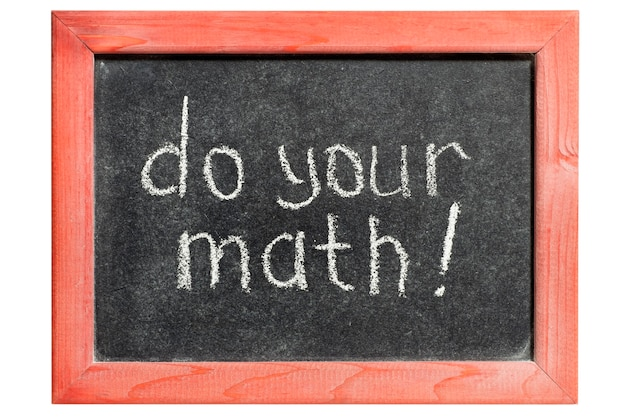 Faites votre exclamation mathématique manuscrite sur un tableau noir vintage isolé