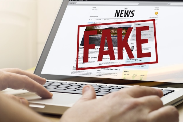 Fake news sur un ordinateur