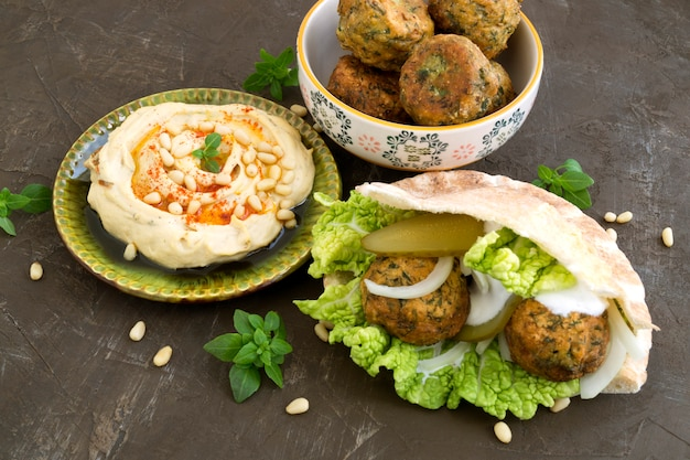 Falafel, un plat israélien traditionnel de pois chiche.