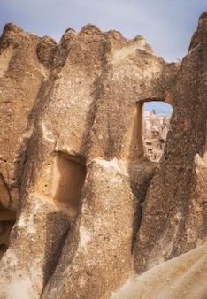 Falaises bizarres dans la vallée de göreme en cappadoce turquie