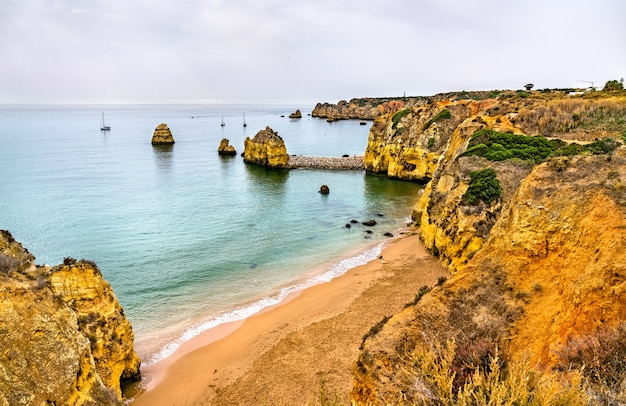 Les falaises de la côte de lagos - algarve, portugal