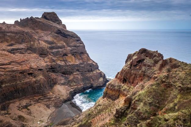 Falaises et vue sur l'océan dans l'île de santo antao, cap-vert