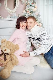 Famille attendant l'enfant de naissance