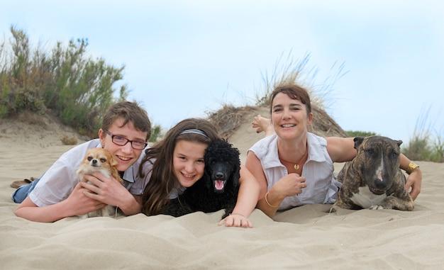 Famille avec chiens