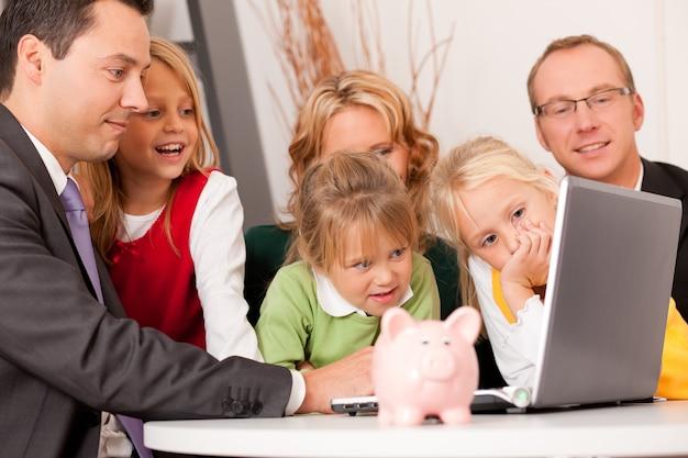 Famille avec consultant financier