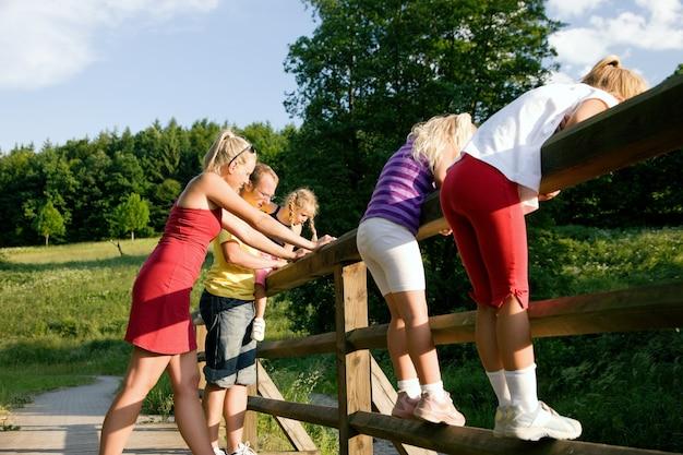 Famille dans un pont