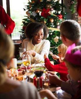 Famille ensemble concept de fête de noël