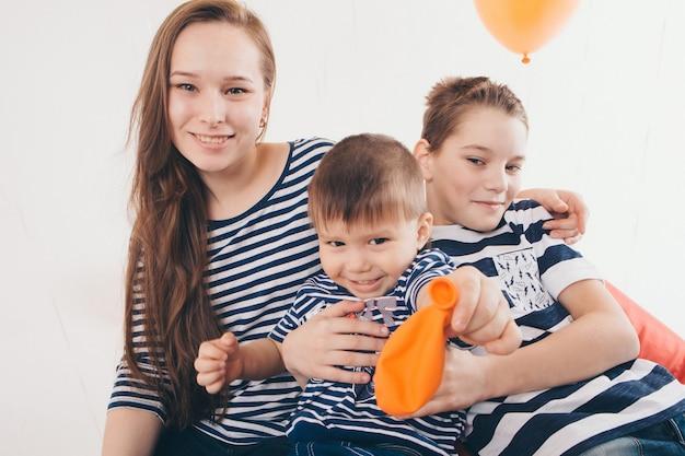 La famille à la fête