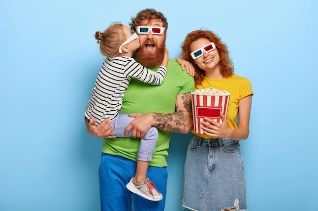 La famille ginger choisit une façon agréable de passer son temps libre
