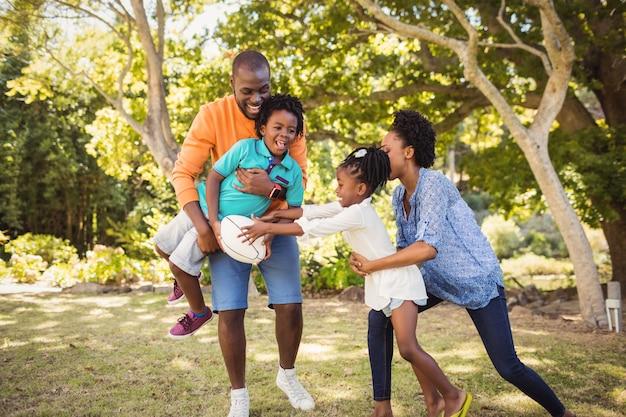 Famille heureuse, amusant