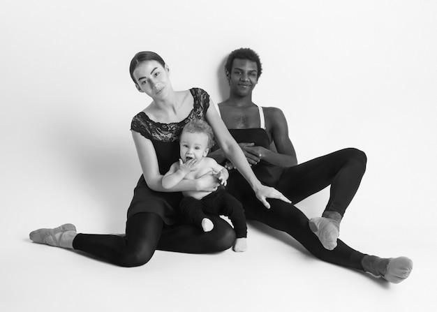 Une famille heureuse de danseurs de ballet