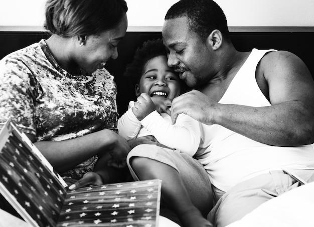 Famille heureuse descendance africaine