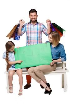 Famille heureuse, à, sacs provisions, séance