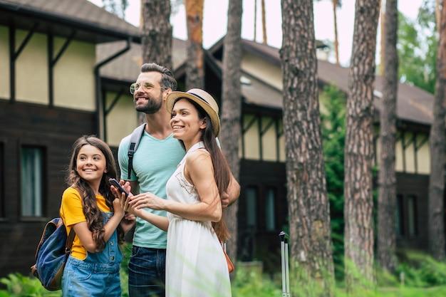 Famille heureuse en vacances