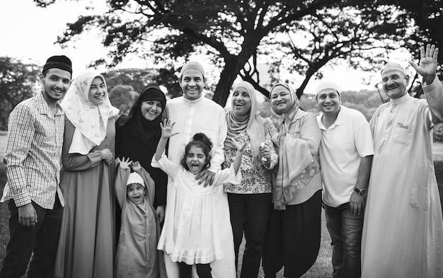 Famille musulmane en plein air