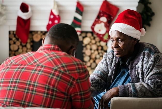Famille noire profitant de noël