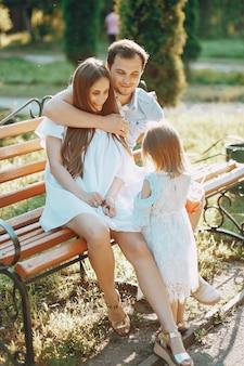 Famille sur un parc