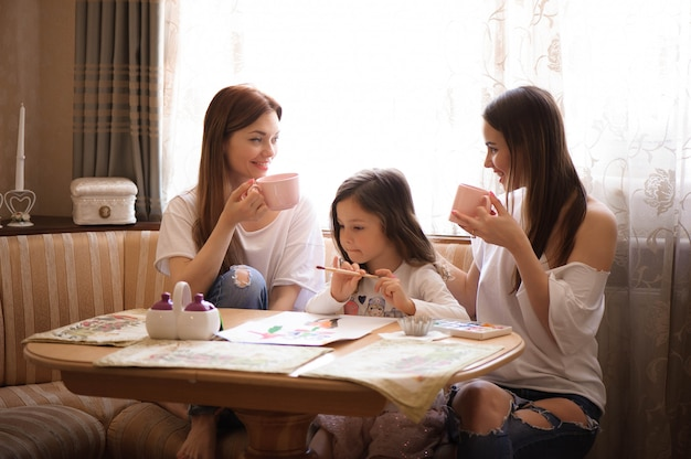 Famille passer du temps bonheur vacances ensemble
