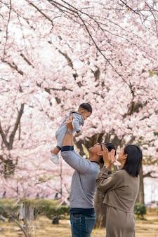 Famille, passer du temps ensemble à l'extérieur