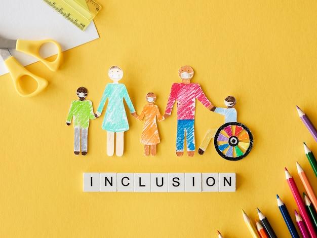 Famille avec personne handicapée dans du papier découpé