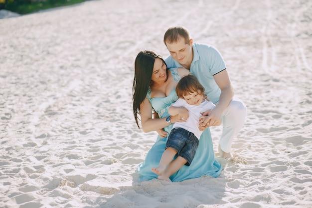 Famille sur une plage