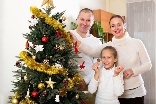 Famille prépare pour noël