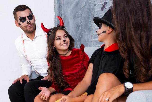 Famille réunie pour halloween