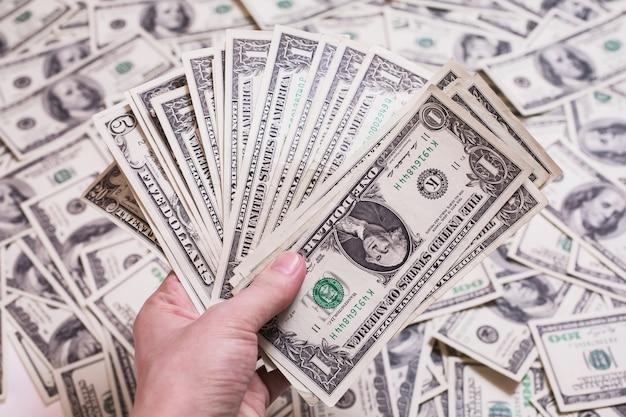 Fan d'argent, fan de billets d'un dollar, un billet d'un dollar face, soif de richesse, détail, location, argent de poche, fond d'argent