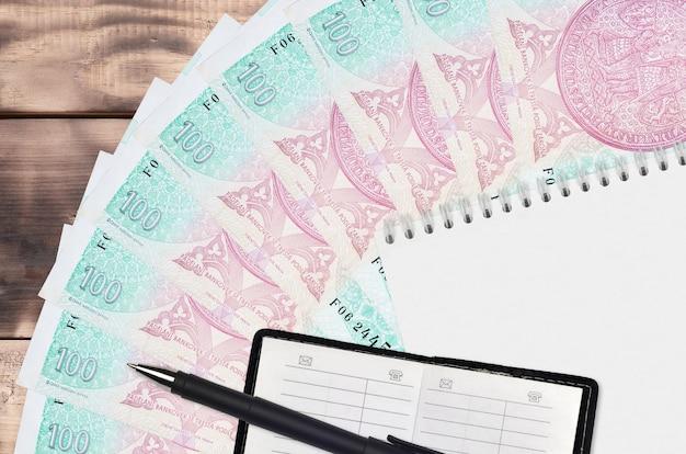 Fan de factures korun tchèque et bloc-notes avec carnet de contacts