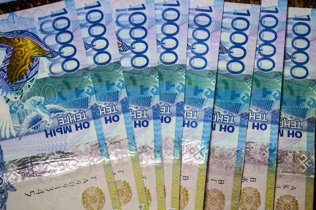 Fan de tenge factures kazakhstan