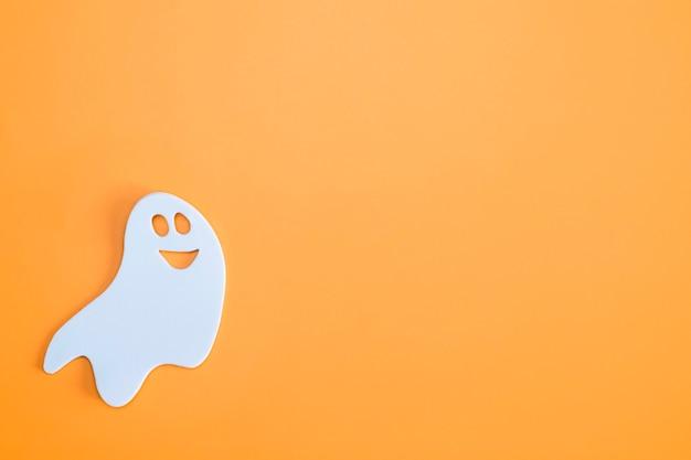 Fantôme blanc sur fond orange