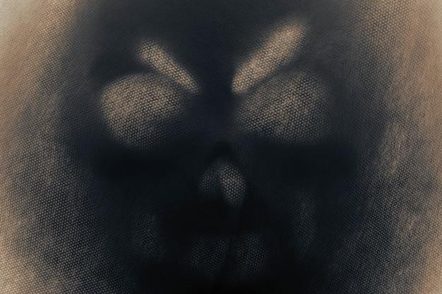Fantôme dans l'ombre.