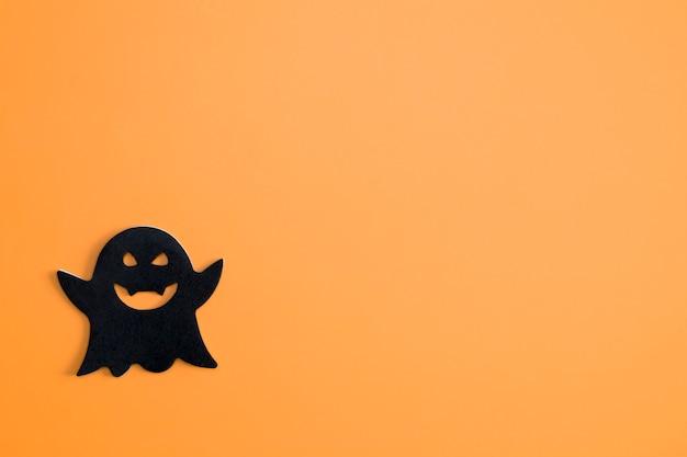 Fantôme noir sur fond orange