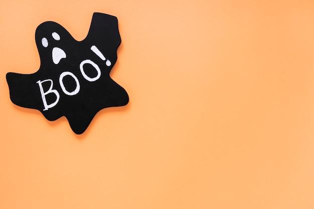 Fantôme de papier avec boo! inscription posée dans le coin