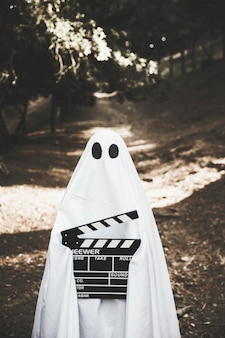 Fantôme tenant la baguette dans le parc