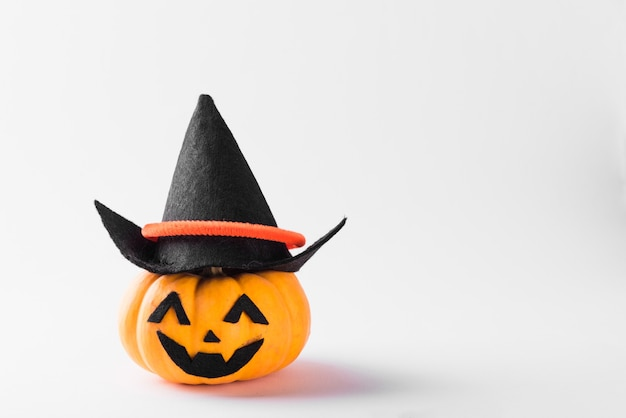 Fantôme tête de citrouille jack lanterne effrayant sourire porter chapeau